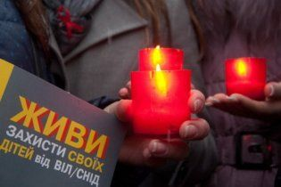 Сьогодні світ згадує людей, які померли від СНІДу