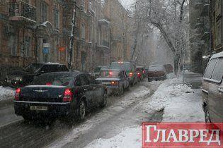 Сніг і вітер позбавили світла 70 населених пунктів України