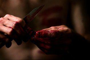 Вбивця надяг на голову дружини маску свині і зарізав її