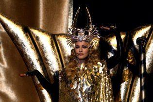 Мадонна феерически выступила на Суперкубке в нарядах от кутюр