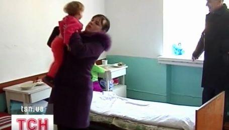 На Николаевщине мать пытала своих маленьких детей