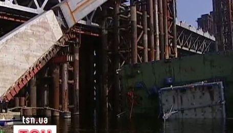 В Днепр рухнул крупнейший в Европе речной кран