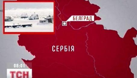 Баржа с украинским экипажем застряла во льду посреди Дуная