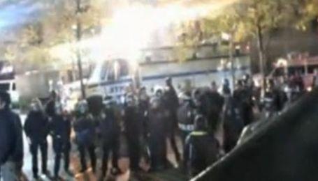 """Полиция начала зачищать центр Нью-Йорка от """"оккупантов Уолл-стрит"""""""