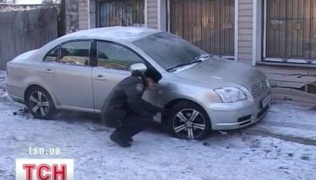 В остановку общественного транспорта врезалась легковушка в Одессе