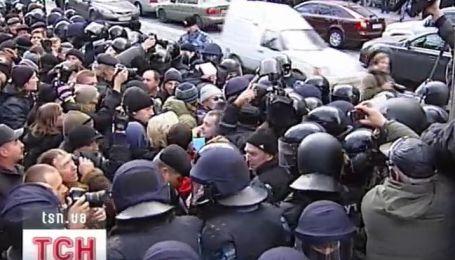 Сегодня опять люди протестовали возле Кабмина
