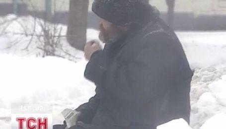 О теплом ночлеге, как никогда, мечтают украинские бездомные