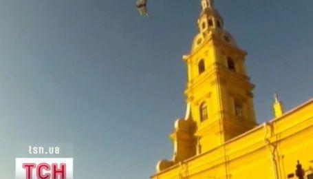 В Санкт-Петербурге неделю не могут разгадать парашютную загадку