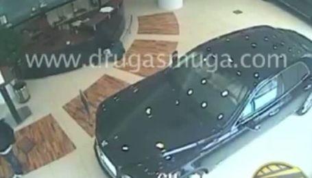 Спроба пограбування салону Bentley в Києві