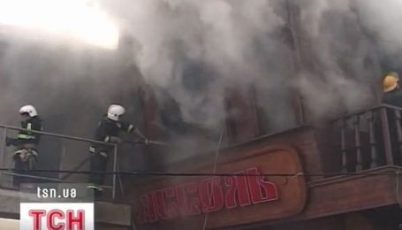 """В Одессе на пляже """"Аркадия"""" сгорел известный ресторан """"Ассоль"""""""