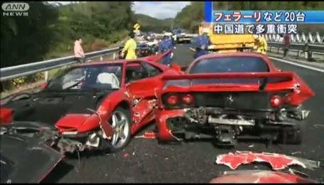 В Японии столкнулись 8 Ferrari, два Mercedes и Lamborghini