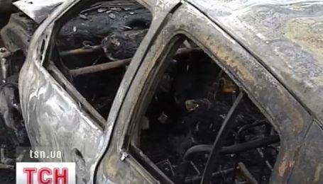 В Запорожье сгорели конфискованные автомобили