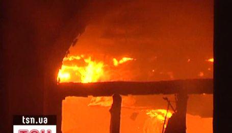 У масштабній пожежі на тютюновій фабриці загинули двоє людей