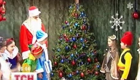 В большинстве школ Донетчины МЧС запретило проводить новогодние праздники
