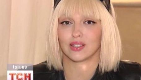 Оля Полякова считает, что блондинкам жить легче