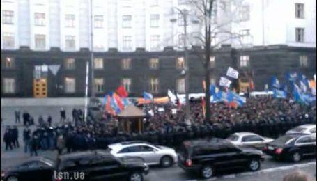 Митингующие вновь собрались под Кабмином