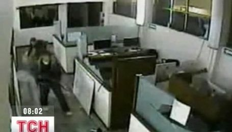 Видео наступления преступников на офис мексиканской газеты появилось в Интернете