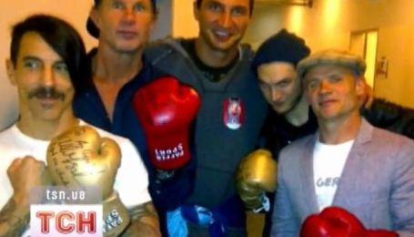 Red Hot Chili Peppers привезуть в Україну тридцять фур обладнання