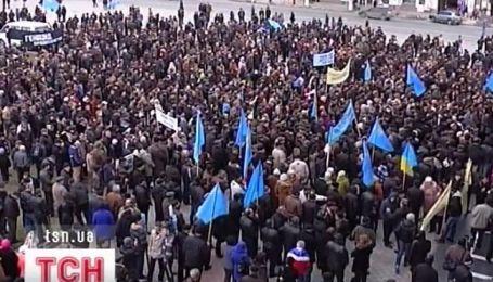 Две тысячи крымских татар вышли на митинг в Симферополе