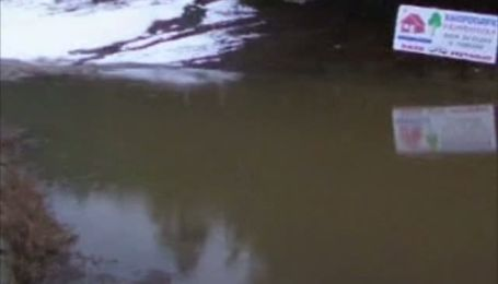 В Болгарии из-за огромного количества осадков прорвало дамбу и затопило село