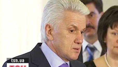 """Литвин впевнений, що депутатам """"БЮТ-Батьківщина"""" Тимошенко не потрібна на волі."""