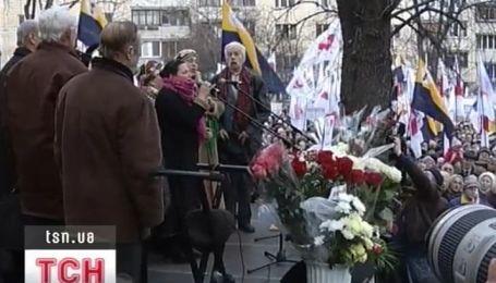 День рождения Тимошенко под стенами СИЗО