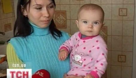 Матери в декрете три недели не получают причитающиеся им выплаты на детей