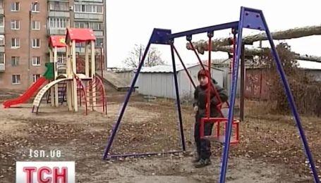 Качели против детей
