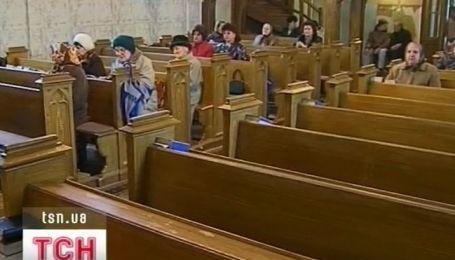 Римо-католики уже собрались на праздничные службы в своих костелах