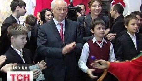 Николай Азаров принял участие в детском празднике в Художественном Арсенале