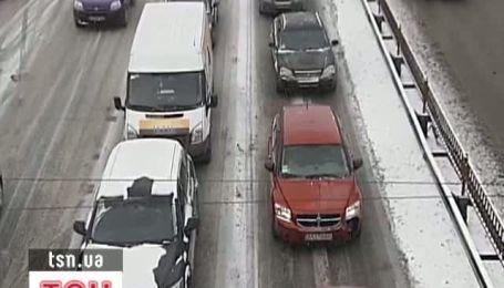 Снігопад та велика кількість ДТП призвели до заторів у Києві