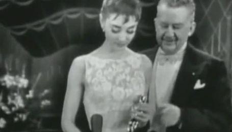 """Сукню Одрі Хепберн, в якій вона отримала """"Оскар"""", продали за 130 тис дол"""