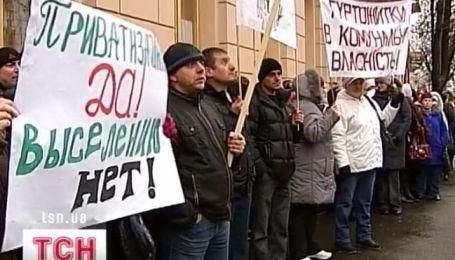 Жители общежитий вышли под стены Кабмина и Верховной Рады