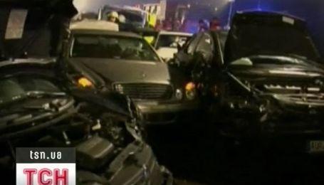 Сразу полсотни автомобилей столкнулись в Германии