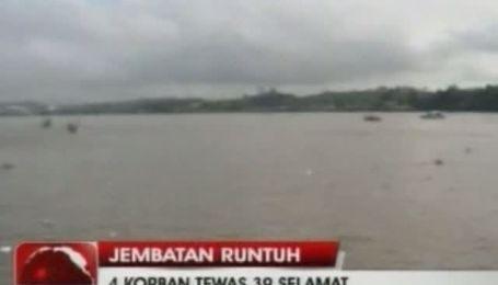 700-метровий підвісний автомобільний міст обрушився в Індонезії