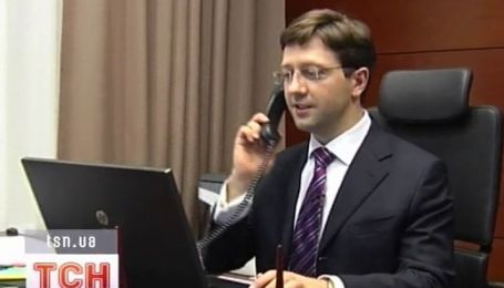 Младший сын министра юстиции зарабатывает 350 евро в час