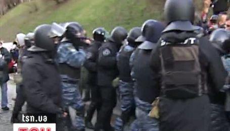 """""""Беркут"""" не дав перекрити чорнобильцям дорогу під Кабміном"""