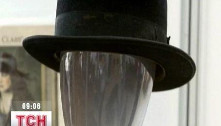 На аукціоні продали капелюх Чарлі Чапліна