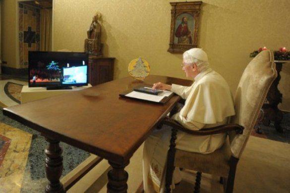 Папа Римський запалив ялинку у Губбіо_1