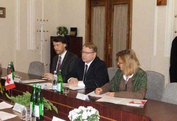 Посол Канади в Україні Трой Лулашник
