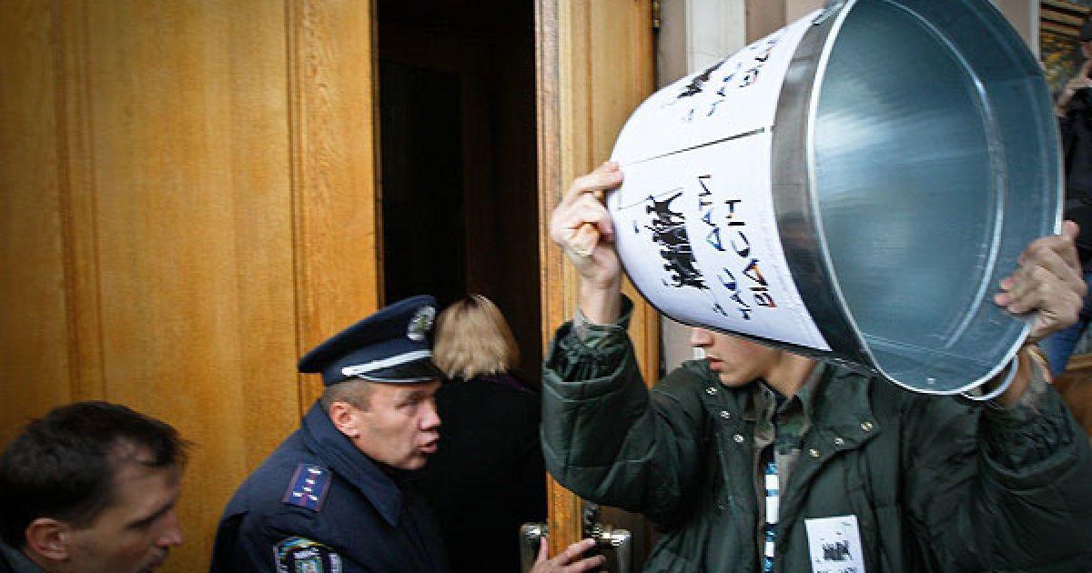 Під стінами Верховної ради у Києві пройшла акція протесту проти запровадження другої державної мови. @ Украинское Фото