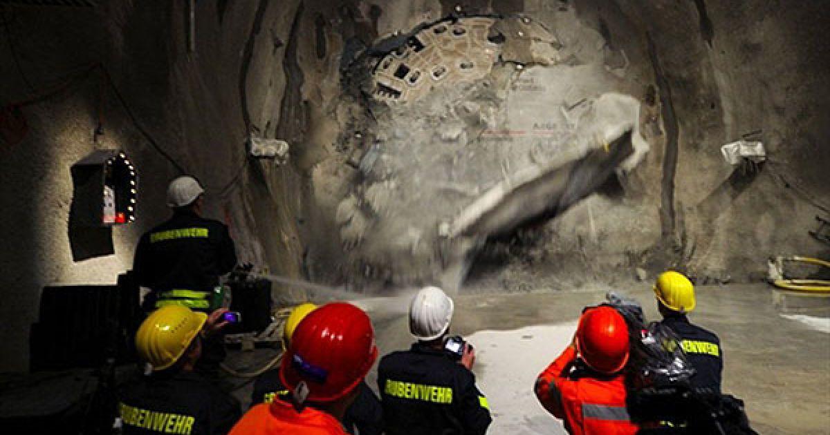 На будівництві тунелю одночасно працювало понад 1500 робітників @ AFP