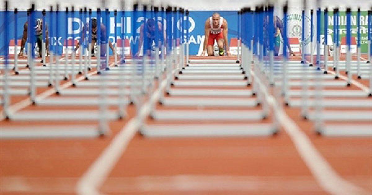 Індія, Нью-Делі. Англійський спортсмен Енді Тернер перед початком кваліфікаційного забігу на 110 м з перешкодами під час змагань з легкої атлетики на Іграх Співдружності у Нью-Делі. @ AFP