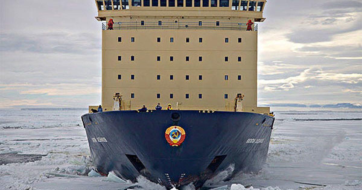 "Криголам ""Капітан Хлєбніков"" на льоду в морі Уедделла. @ The Telegraph"