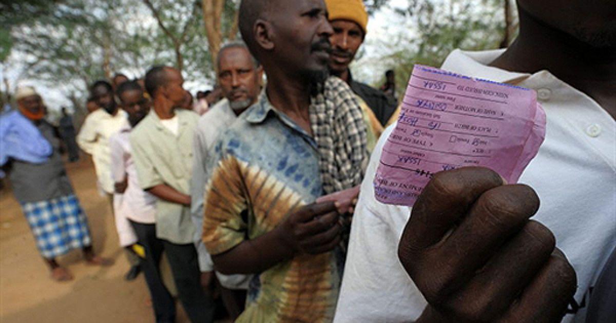 Біженці з Сомалі чекають на реєстрацію у таборі в  Туркані, Конго. Протягом останніх тижнів у сутичках у Могадішу, столиця Сомалі, загинули 230 людей, більше 400 отримали поранення. @ AFP
