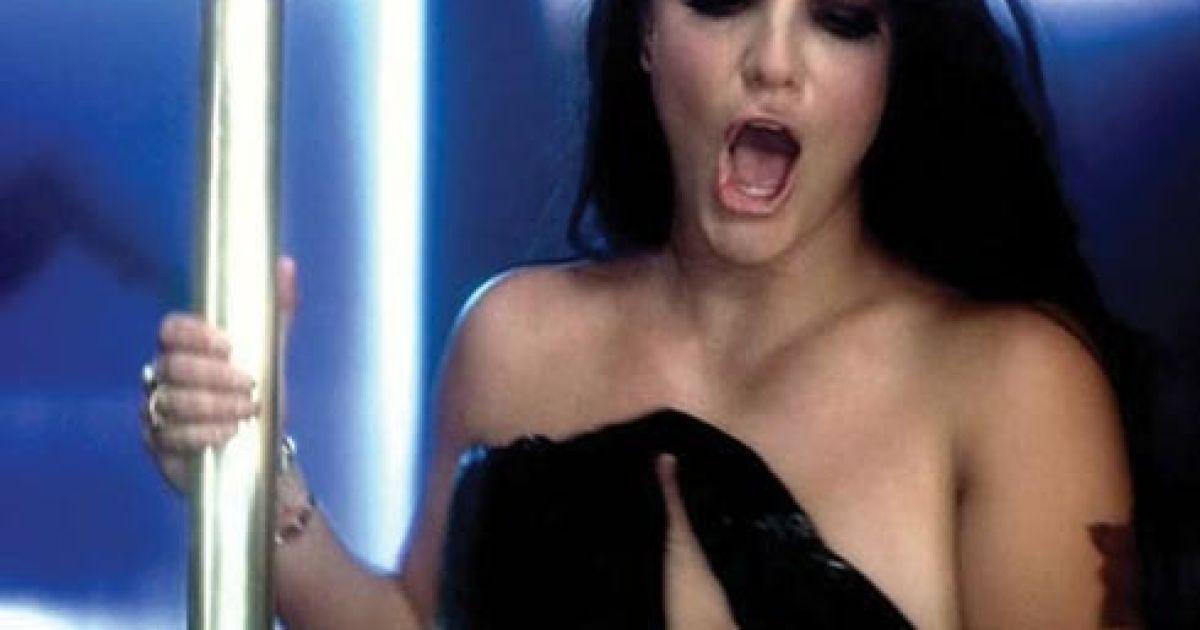 Перис хилтон танцюе стриптиз видео