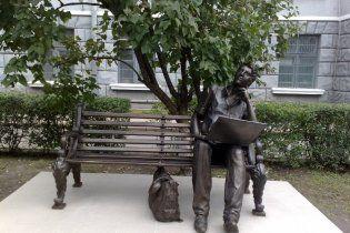 У Харкові встановили пам'ятник програмісту
