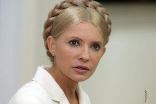 В Одессе елку с фото Тимошенко обвили колючей проволокой