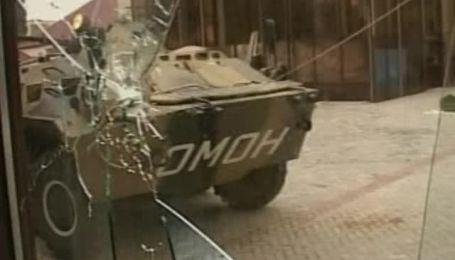 В результате нападения боевиков на парламент Чечни погибли три человека
