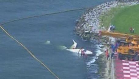 В Бразилии самолет упал в море